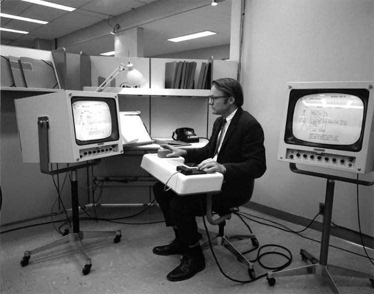 Кто является изобретателем компьютерного манипулятора мышь - Билл Инглиш
